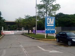 Operários da GM fazem paralisação na fábrica de São José dos Campos (Foto: Wanderson Borges/ TV Vanguarda)