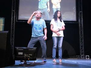 Irreverente, professor Mário interage com alunos (Foto: Indiara Bessa/ G1 AM)