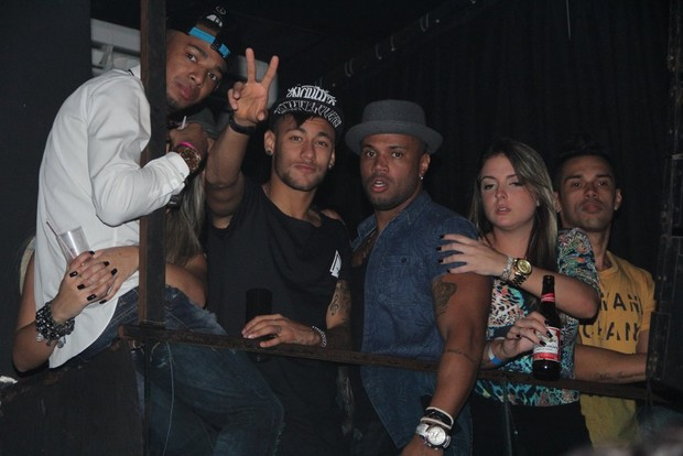 Neymar e Nego do Borel em show da Anitta (Foto: Delson Silva / Agnews)