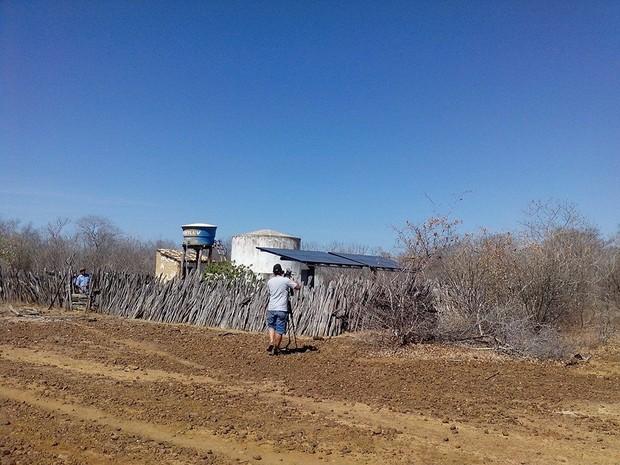 Placas fotovoltaicas na comunidade Exu, no sertão do Piauí, em Oeiras (Foto: Albemerc Moraes/Arquivo pessoal)