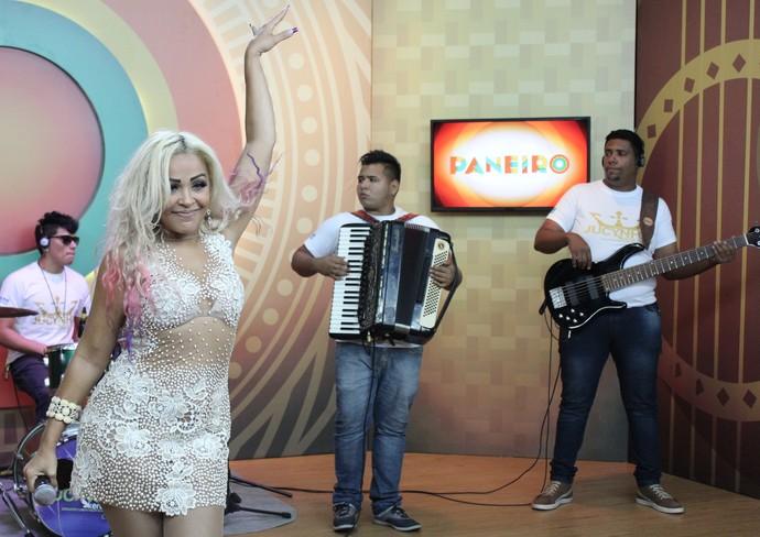 Jucynha Kero Kero lacra cantando 'Medo Bobo' (Foto: Katiúscia Monteiro/ Rede Amazônica)