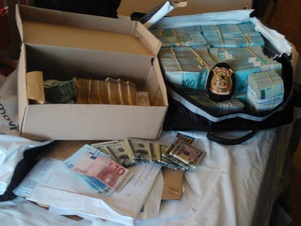 Dinheiro apreendido durante a operação da polícia (Foto: Divulgação/Polícia Federal)