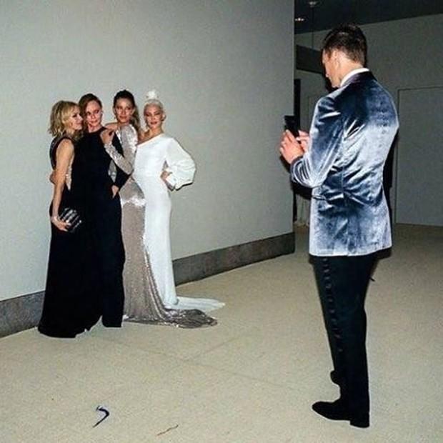 Tom Brady clica o time de beldades composto por Naomi Watts, Stella McCartney, Gisele Bündchen e Kate Hudson (Foto: Instagram/Reprodução)