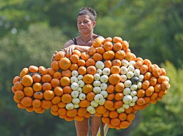 Jardineiros usaram mais de 20 mil abóboras (Foto: Jens Meyer/AP)