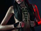 Isabeli Fontana posa sexy para ensaio de joias