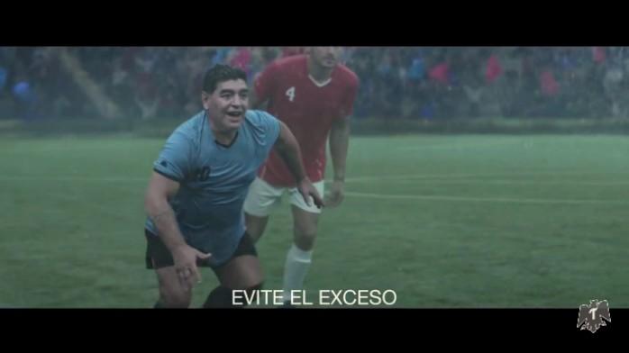 BLOG: Maradona vira Deus em comercial e ajuda Noé a construir campo de futebol