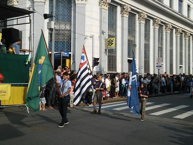 Escoteiros de Limeira participaram do Desfile de Sete de Setembro (Foto: Wesley Justino/ EPTV)