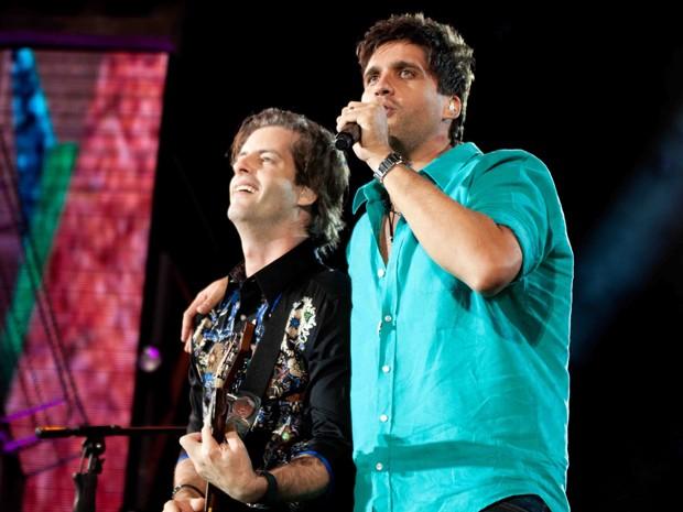 Os irmãos Victor e Leo na gravação do CD e DVD 'Ao vivo em Floripa', em show para mais de 100 mil pessoas (Foto: Divulgação/Heloisa Falak)