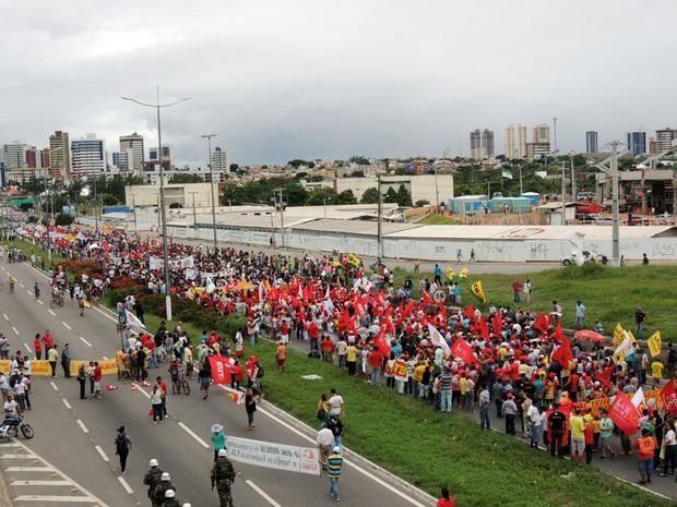 Protesto chega ao Complexo do IV Centenário, em Natal #RN (Foto: Felipe Gibson/G1)