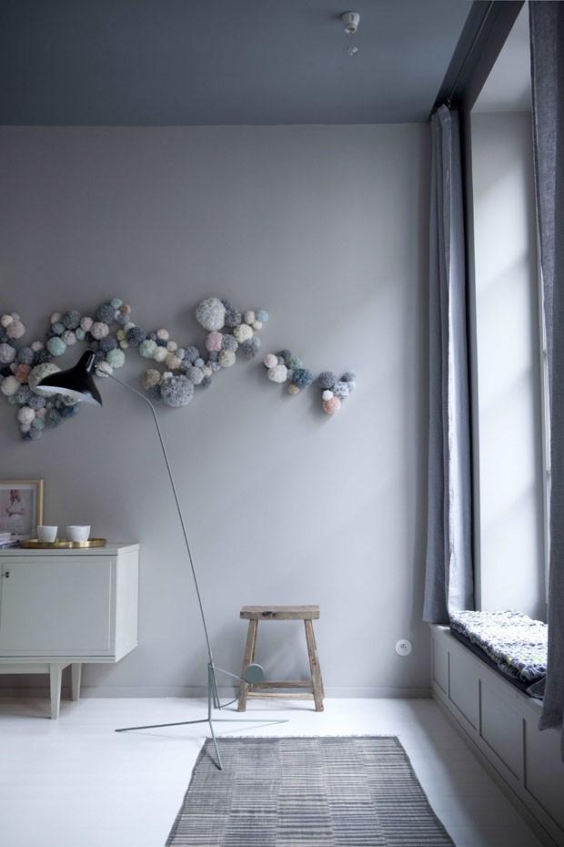 Decoração shabby chic surpreende no apartamento em Paris (Foto: Julie Ansiau/Divulgação)