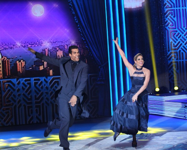 Marcello Mello Jr. e a dançarina Raquel Guarini fazem bonito no foxtrote (Foto: Carol Caminha/TV Globo)