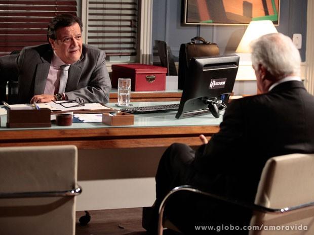 Atílio fica surpreso com proposta de César (Foto: Pedro Curi/ TV Globo)