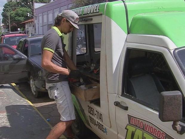 Com o dinheiro da rescisão, Matheus abriu seu próprio negócio (Foto: Reprodução/TV TEM)