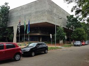 Caso ocorreu no estacionamento da FAU-USP (Foto: Ana Carolina Moreno/G1)