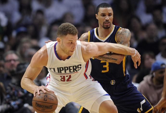 Blake Griffin protege a bola da marcação (Foto: Reuters)