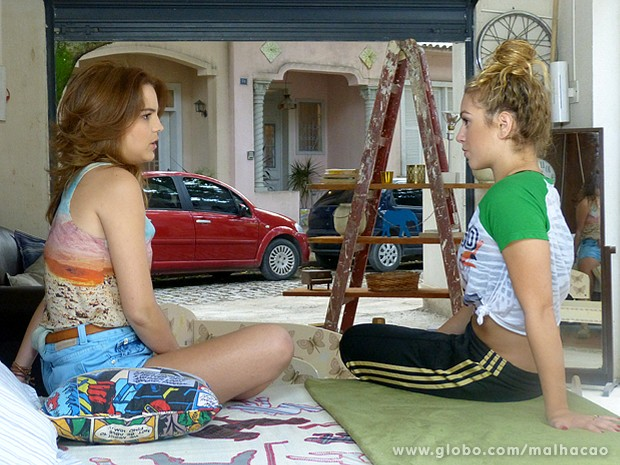 Anita confirma que ela e Ben são bastante próximos (Foto: Malhação / TV Globo)