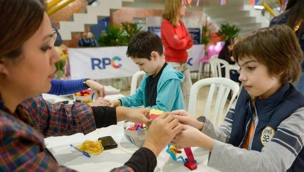 Já os pequeninos se divertiram com as atividades feita especialmente para eles (Foto: Fernando Benega/ RPC)