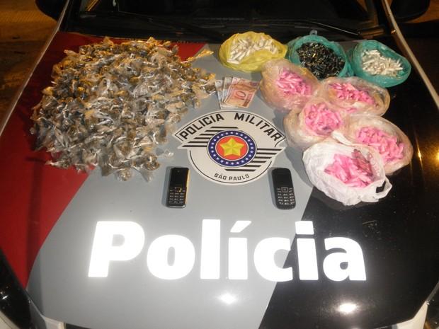 Apreensão foi realizada na noite desta sexta-feira (17) em São José dos Campos. (Foto: Divulgação/ Polícia Militar)