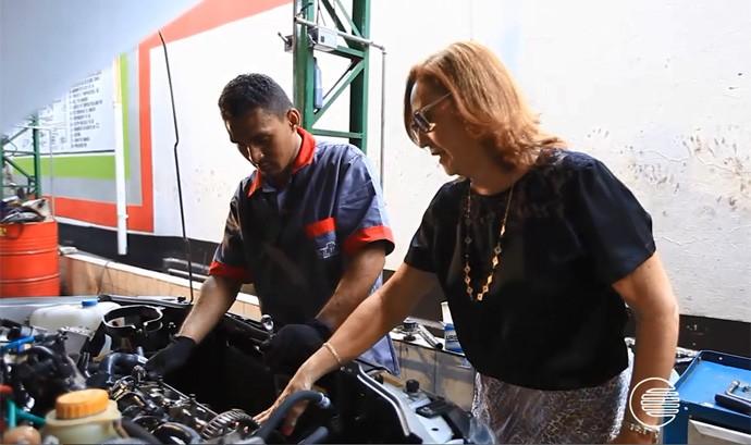 Dona de casa aprende sobre mecânica e torna-se empresária (Foto: Reprodução/Rede Clube)
