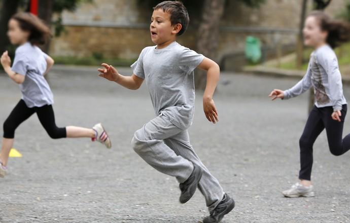 crianças correndo eu atleta (Foto: Getty Images)