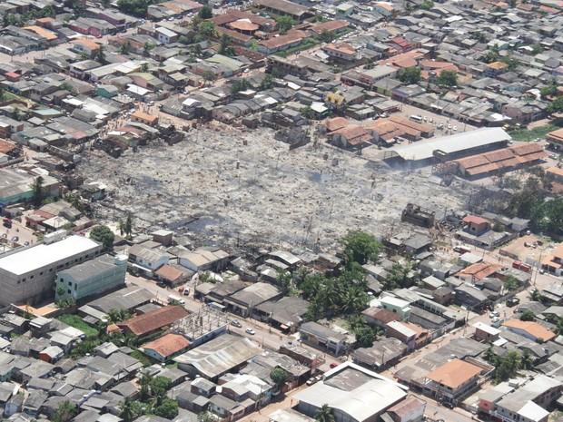 Imagem aérea do local do incêndio, no bairro Perpétuo Socorro, em Macapá (Foto: Sal Lima/Arquivo Pessoal)