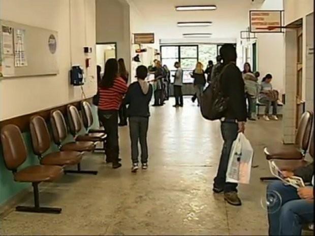 População espera meses por uma consulta (Foto: Reprodução/TV Tem)