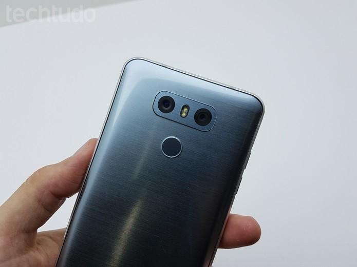LG aposta em vidro na traseira, assim como Samsung (Foto: Thássius Veloso/TechTudo)
