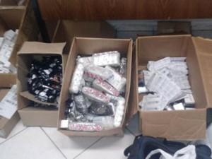 Caixas com vários tipos de medicamentos foram encontradas (Foto: Divulgação/Polícia Civil)