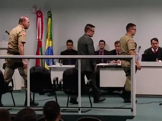 júri do policial luis paulo mota brentano, acusado de matar ricardinho, em palhoça (Foto: Reprodução/RBSTV)