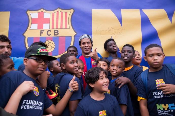 1952358c13 Ronaldinho inauguração escritório Barcelona Nova York (Foto  Reprodução    Facebook)