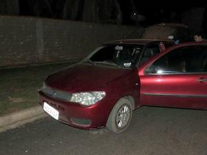 Carro do suspeito foi encontrado abandonado em rua de Urupá (RO) (Foto: Urupá190/Reprodução)