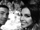 Di Ferrero e Mariana Rios posam durante jantar na França