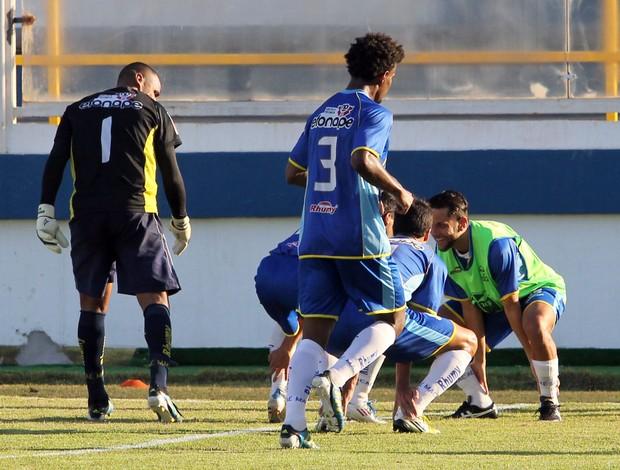 Ziquinha, do Macaé, marca contra o Crac e faz dancinha do 'Tô Doido', com Jean (Foto: Tiago Ferreira / Divulgação)