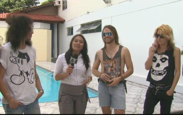 A repórter Priscila Oliveira conversou com a banda de rock Crazy Barbie  (Foto: Roraima TV)