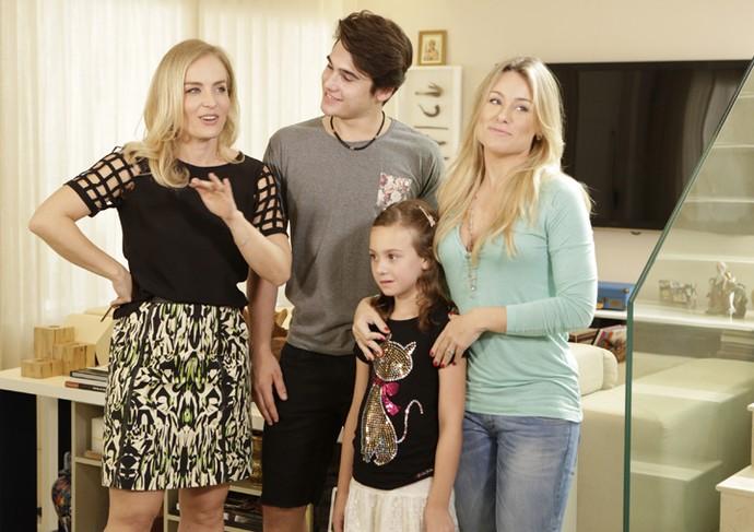 Nicolas Prattes com Angélica e a família (Foto: Felipe Monteiro / Gshow)