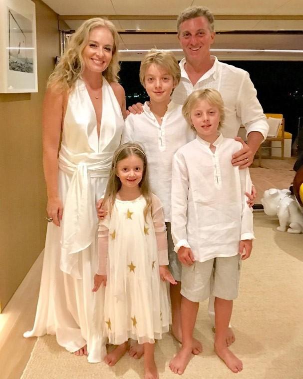 Angélica, Huck e os filhos do casal (Foto: Reprodução Instagram)