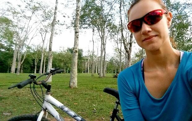 Karina Quadros se prepara para participar de prova de triathlon (Foto: Karina Quadros/Arquivo Pessoal)