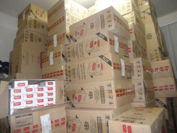 Mais de 77 mil cigarros foram encontrados na residência  (Foto: Nilton Cesar/Jornal Tribuna Lençoense)
