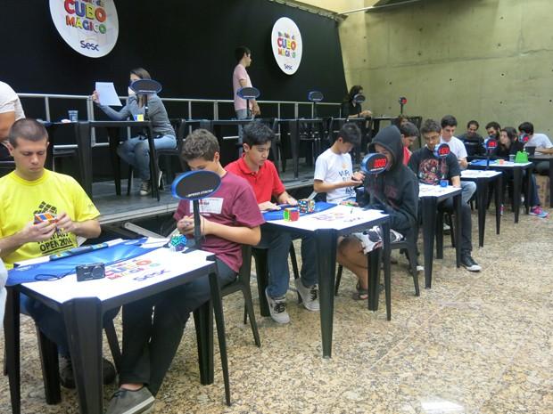 Campeonato Brasileiros de Cubo Mágico acontece em Santos (Foto: Mariane Rossi/G1)