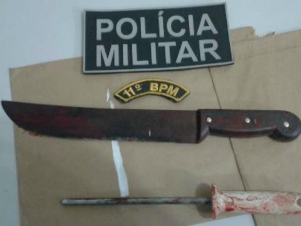 Homem usou facão para tentar suicídio após crime, diz PM (Foto: Divulgação/Polícia Militar)