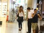 De saltão, Sabrina Sato embarca em aeroporto no Rio