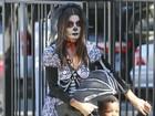 Fantasiada, Sandra Bullock vai com o filho a festa de Halloween