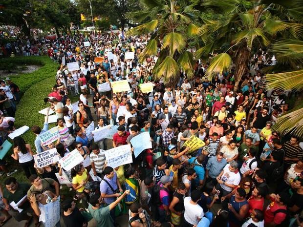 Manifestantes tomam a Praça do Centenário, em Maceió (Foto: Jonathan Lins/G1)