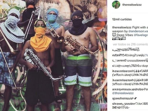 Foto com jovens da favela repercute em redes sociais de artistas americanos (Foto: Reprodução internet)