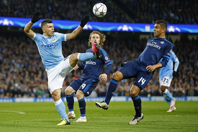 Casemiro e Agüero Manchester City x Real Madrid (Foto: Reuters)