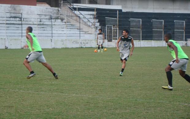 Atacante Andrezinho é peça fundamental no esquema tático do Central-PE (Foto: Vital Florêncio / GLOBOESPORTE.COM)