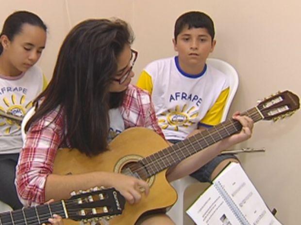 Criança Esperança 2013 apoia projeto em Botucatu (Foto: Reprodução / TV TEM)