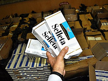 Apreensão de cigarros contrabandeados, no Recife (Foto: Divulgação / Polícia Civil de Pernambuco)