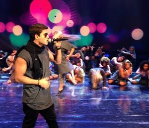 Arthur Aguiar ensaia no 'Domingão do Faustão' (Foto: Gshow)