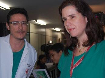 Médicos Eli Carlos e Maria Cláudia Albuquerque estão à frente do caso da jovem, internada no HR (Foto: Priscila Miranda / G1)